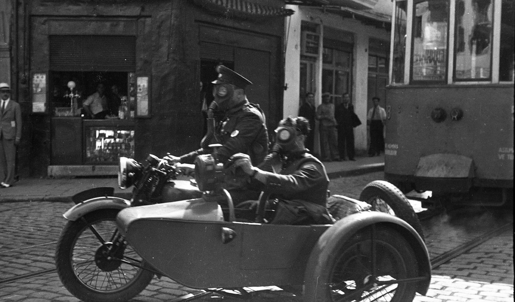 Two officials in gas masks riding a motorcycle with sidecar in Beyoğlu, © Yapı Kredi bank