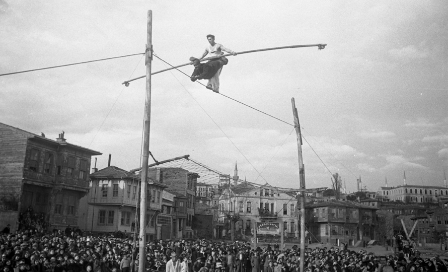 Two Acrobats on a Wire, © Yapı Kredi bank