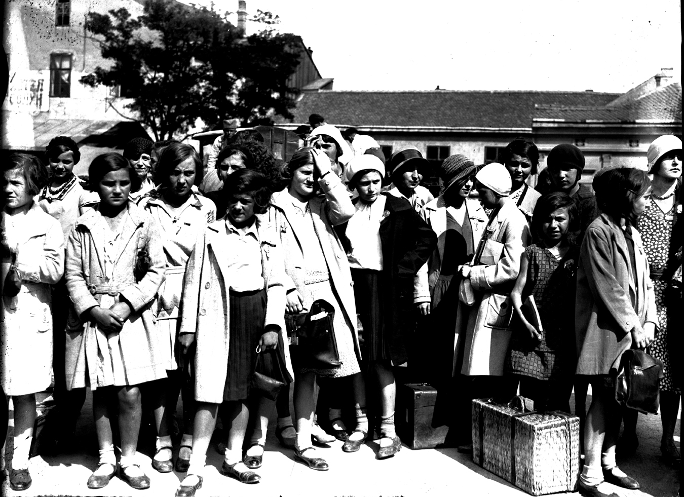 Schoolgirls waiting to depart, © Photoarchive Borba