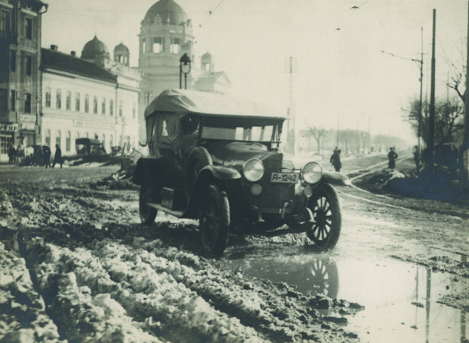 Car in the snow, © The Museum of Applied Art