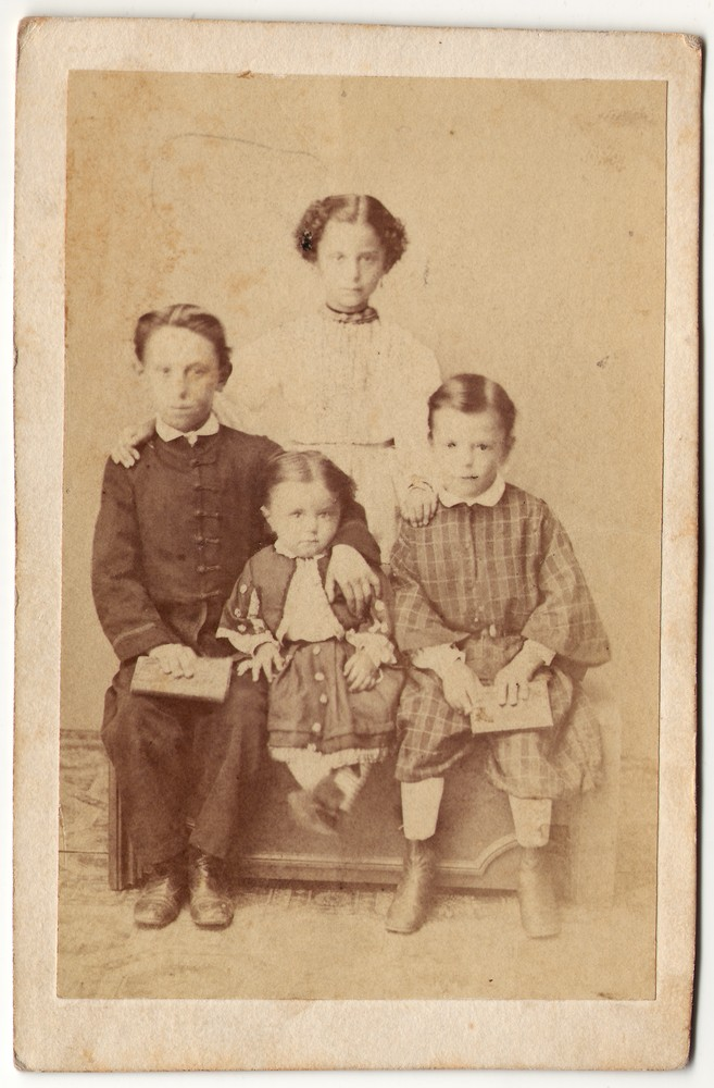 Group portrait of four children, © Museum of Applied Art