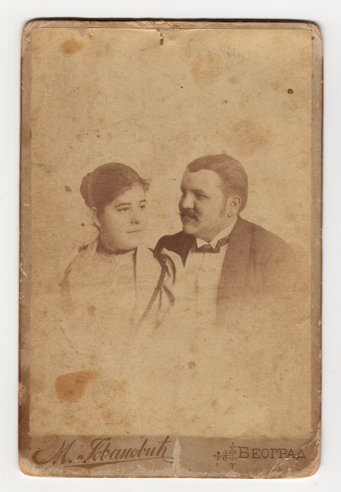 Vignetted studio portrait of Milorad and Ljubica Pavlović, © Museum of Applied Art