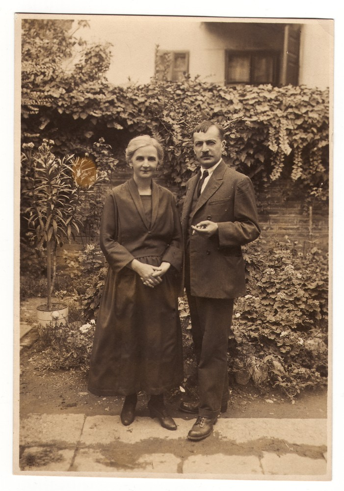 Outdoor photograph of photographer Milan Jovanović and his wife Darinka, © Museum of Applied Art