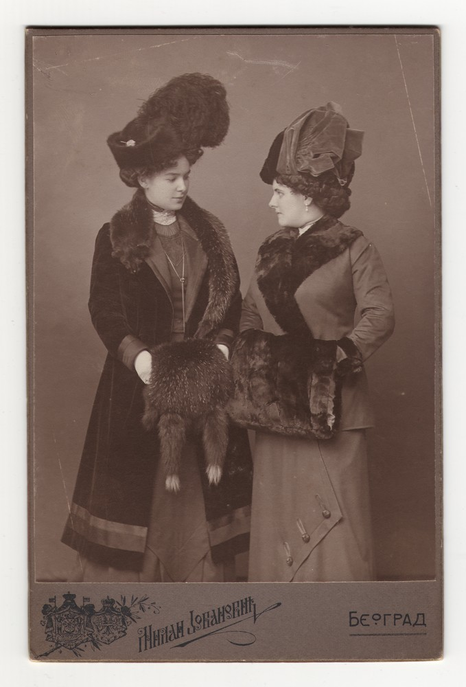 Studio portrait of Zorka and Zora Horstig, © Museum of Applied Art