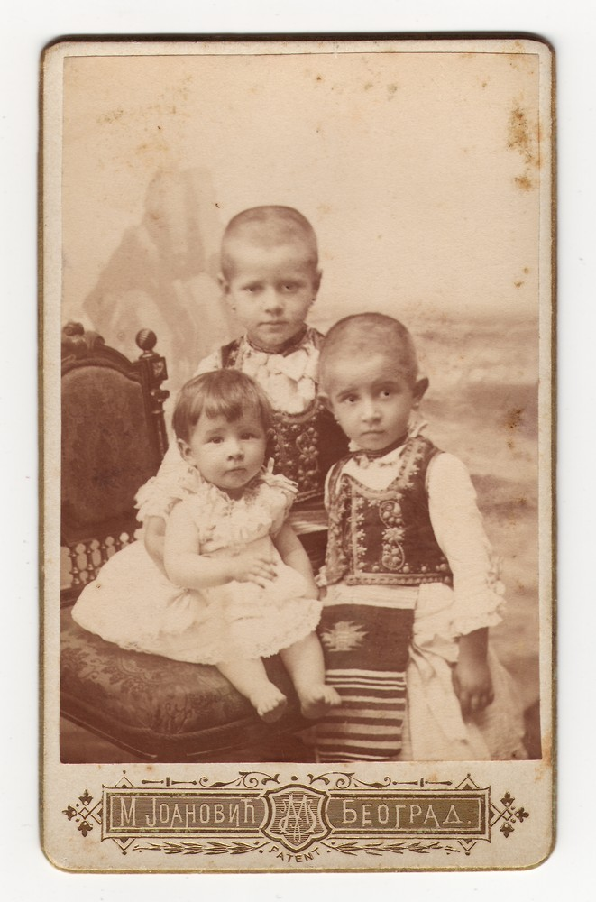 Children in folk dress, © Museum of Applied Art