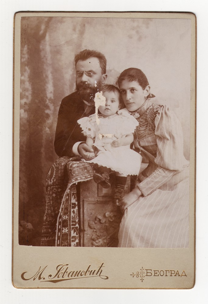 Studio portrait of a family, © Museum of Applied Art