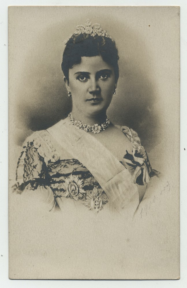 Studio portrait of Queen Draga Obrenović, © Miloš Jurišić