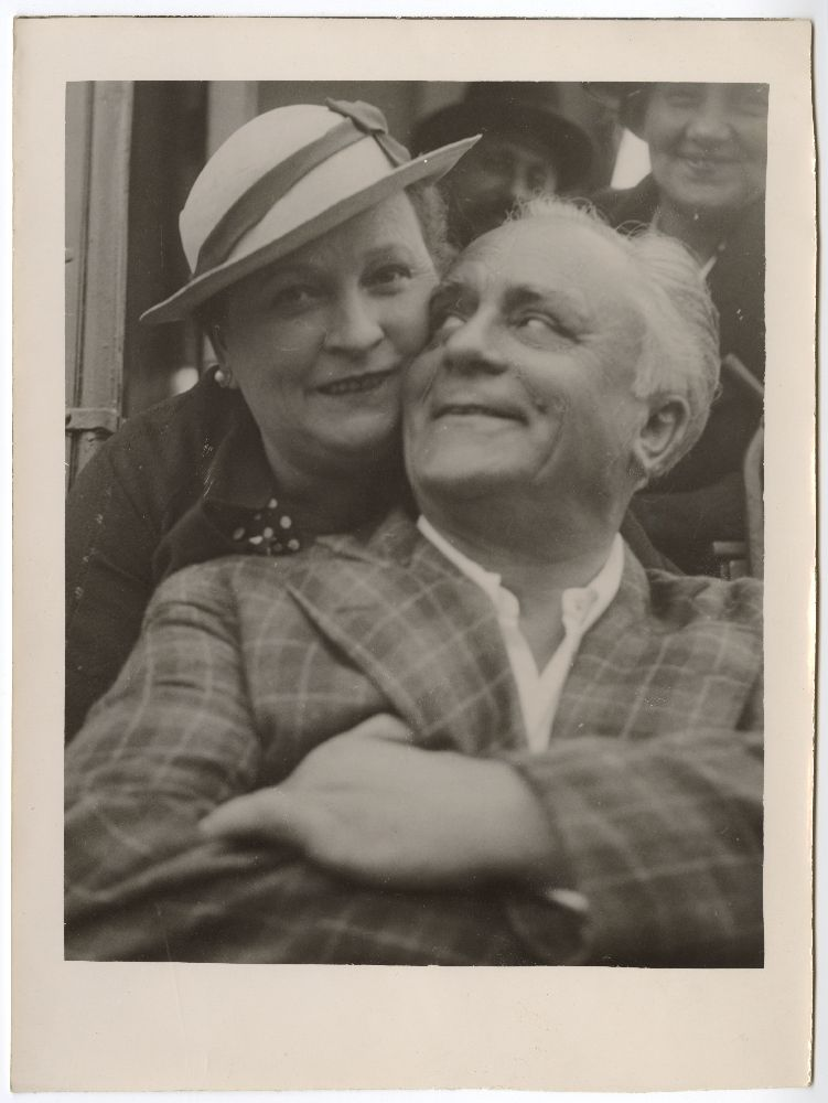 Outdoor photograph of actress Žanka Stokić and actor Dobrica Milutinović, © Museum of Theater Art of Serbia