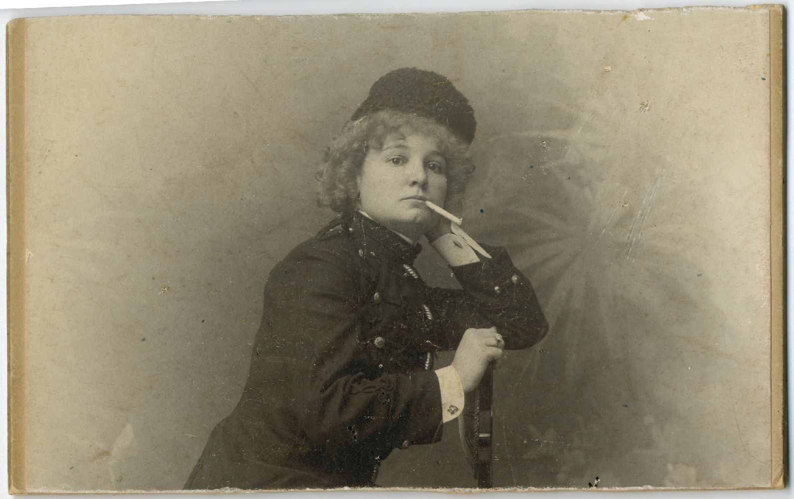 "Studio portrait of actress Desanka Đorđević in character from the play ""Mam'zelle Nitouche"", © Museum of Theater Art of Serbia"