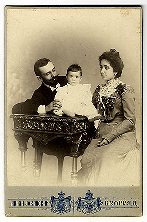 Group portrait of Jezdimir Đokić's family, © National Library of Serbia