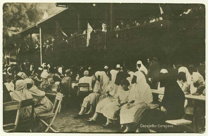 Group of people sitting in an outdoor restaurant area, © Bosniac Institute - Adil Zulfikarpašić Foundation