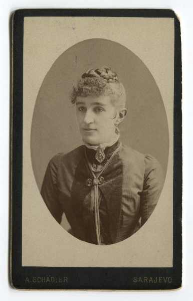 Studio portrait of Mara Šola, © The Historical Archive of Sarajevo