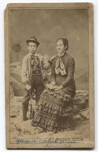 Studio portrait of Daša Savić with her son Risto, © Museum of City of Sarajevo