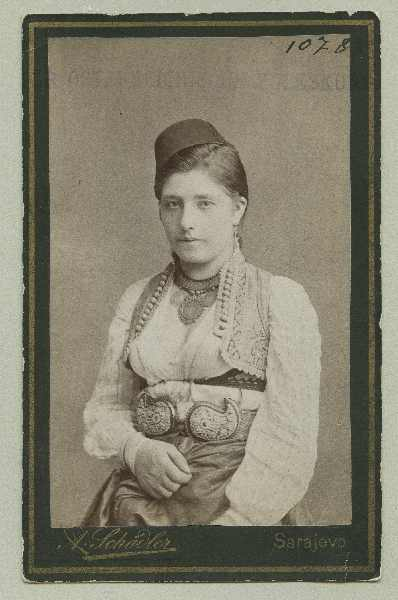 Studio portrait of a woman, © The Austrian Museum of Folk Life and Folk Art