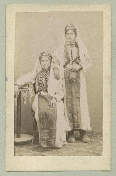Studio portrait of two women, © The Austrian Museum of Folk Life and Folk Art