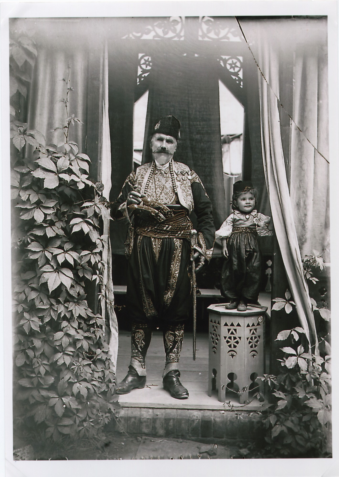 Outdoor portrait of Duke (vojvoda) Babić with a child in a pavillon, © The National Museum of Bosnia and Herzegovina