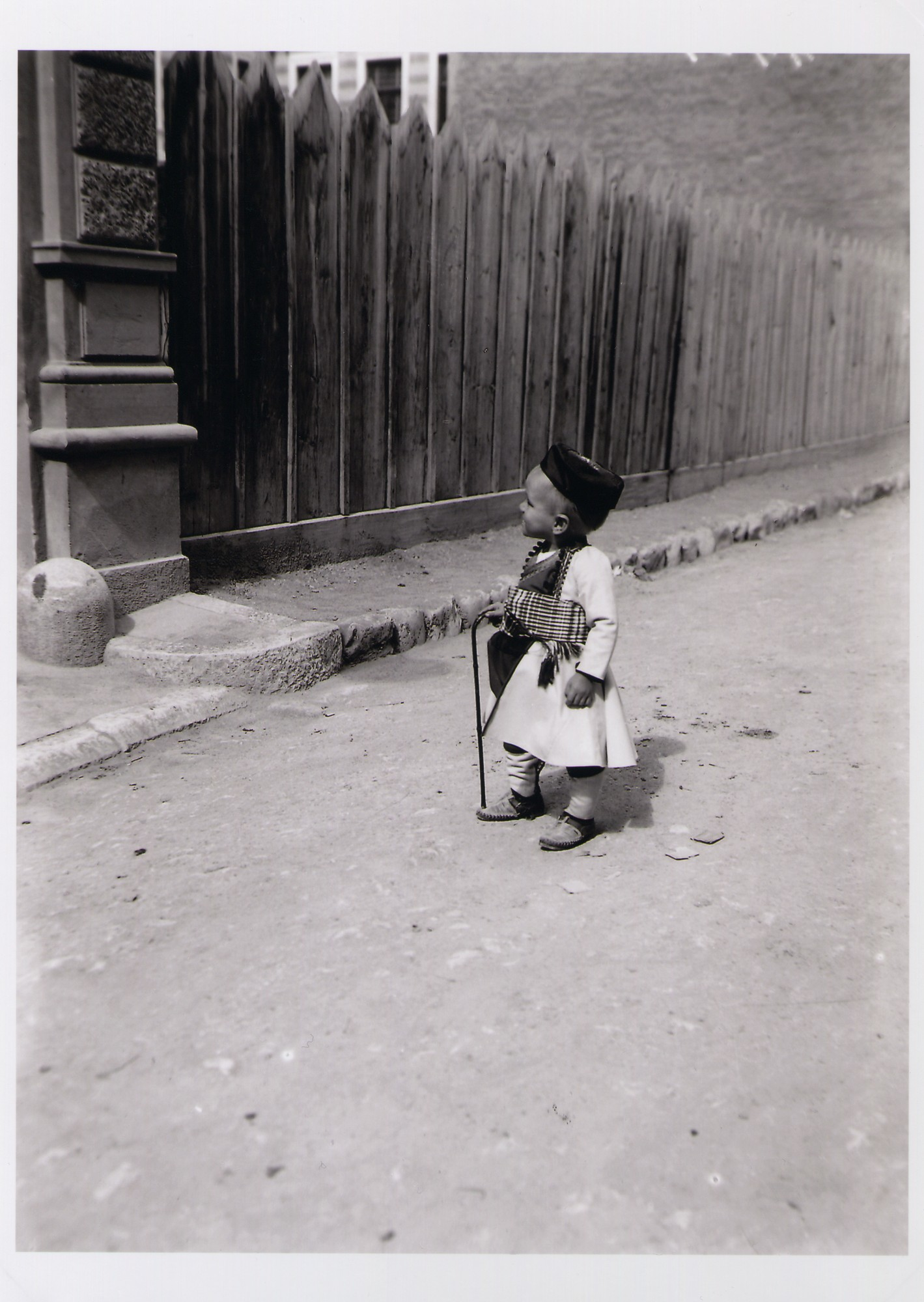 Little boy in a street, © The National Museum of Bosnia and Herzegovina