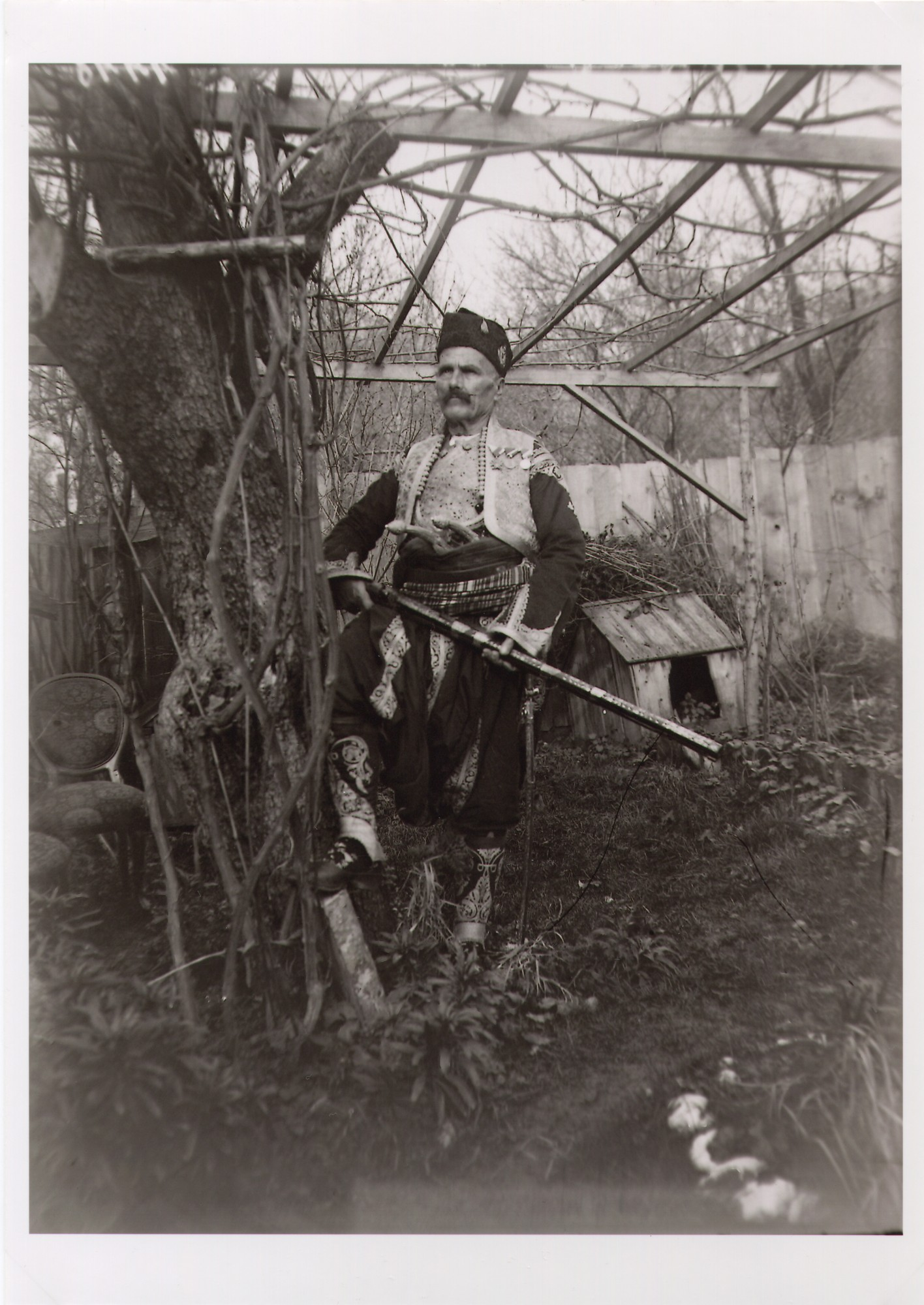Outdoor portrait of Duke (vojvoda) Babić in the garden, © The National Museum of Bosnia and Herzegovina