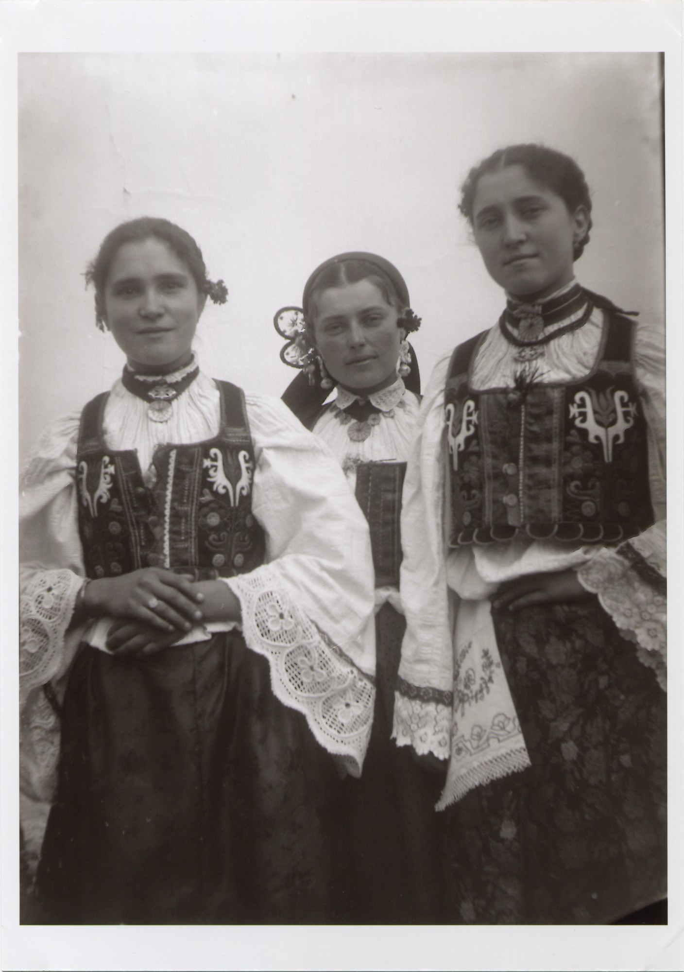 Three girls wearing Croatian costumes from Donja Dolina, © The National Museum of Bosnia and Herzegovina