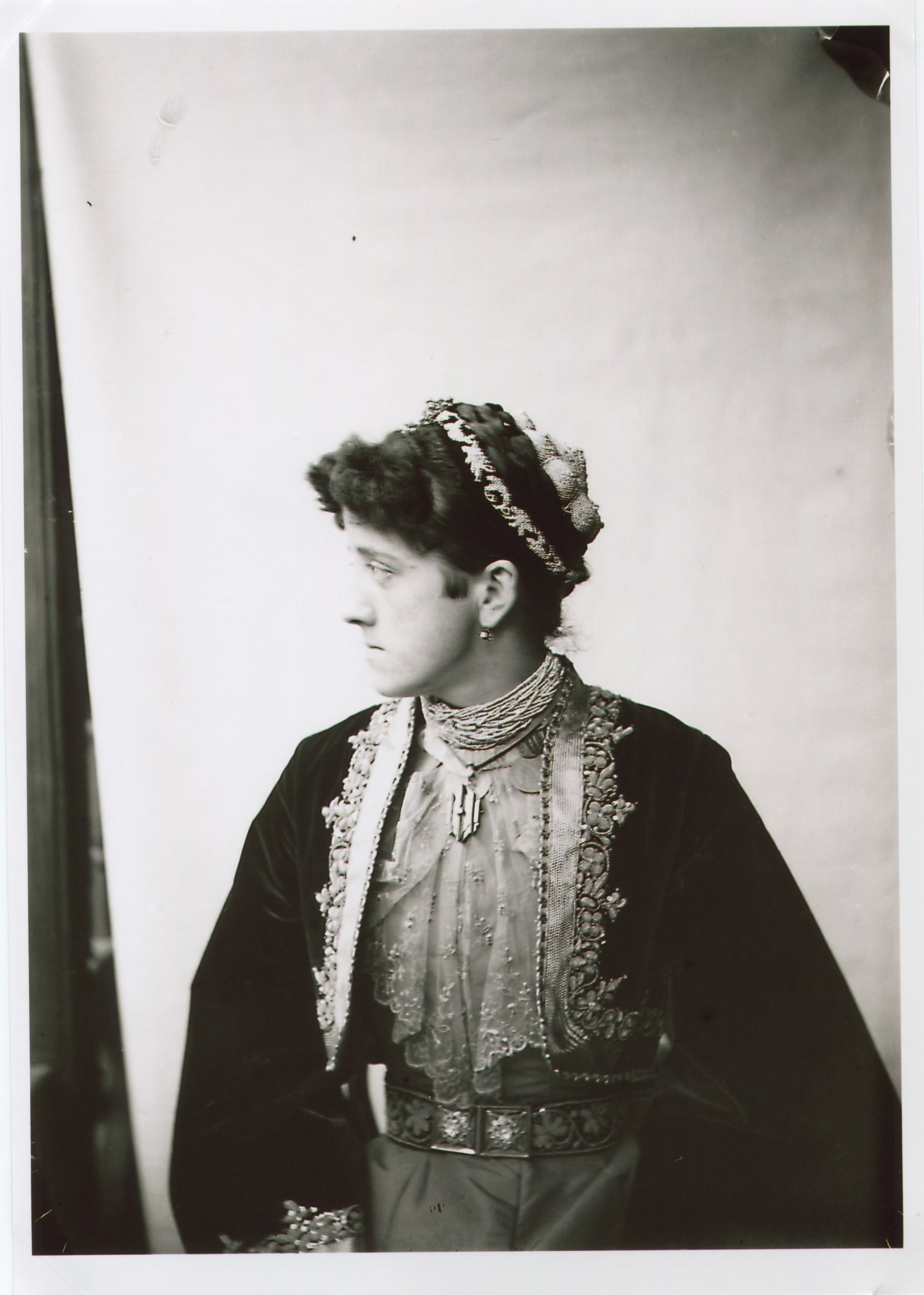 Portrait of a Serbian woman in a town costume, © The National Museum of Bosnia and Herzegovina
