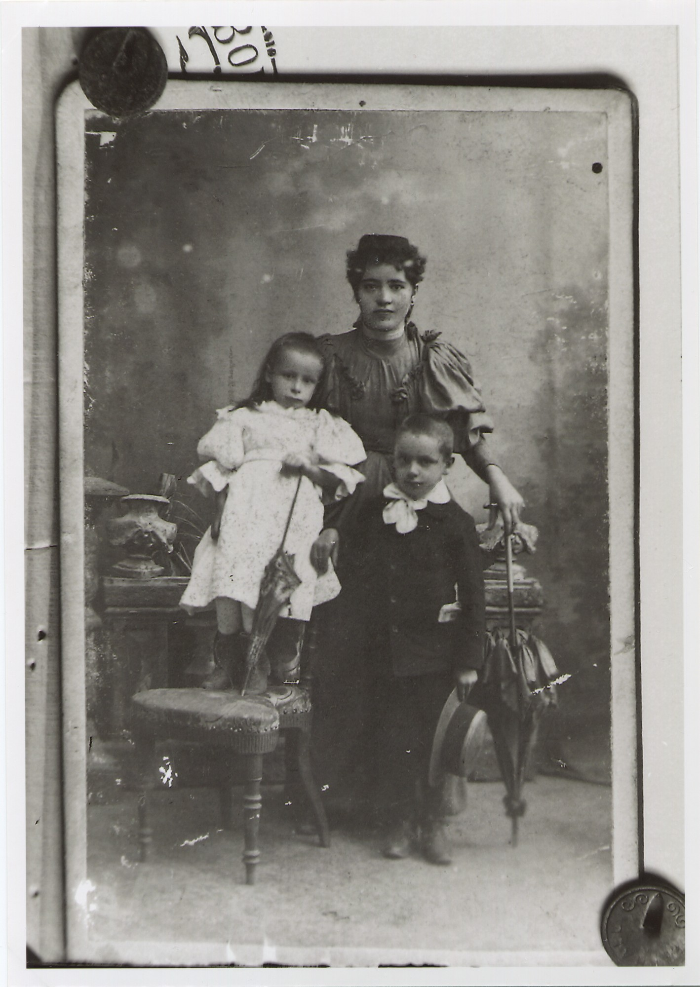 Studio portrait of a mother with her two children, © The National Museum of Bosnia and Herzegovina