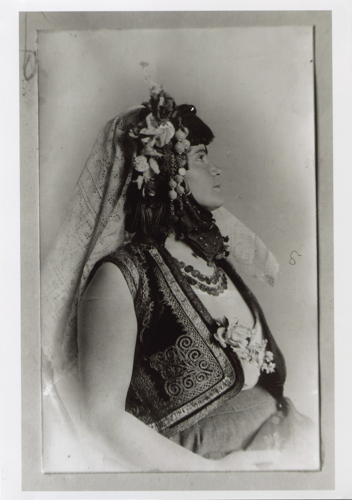Headgear with a white shawl and flowers, © The National Museum of Bosnia and Herzegovina