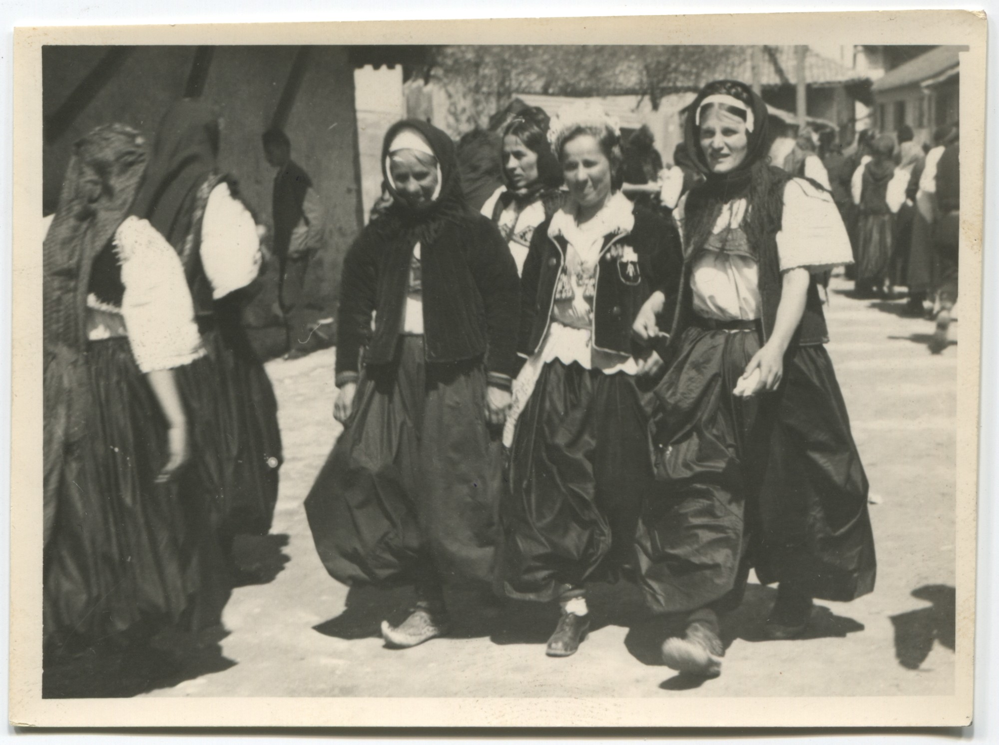 Traditional women's folk costumes, © Museum of City of Sarajevo