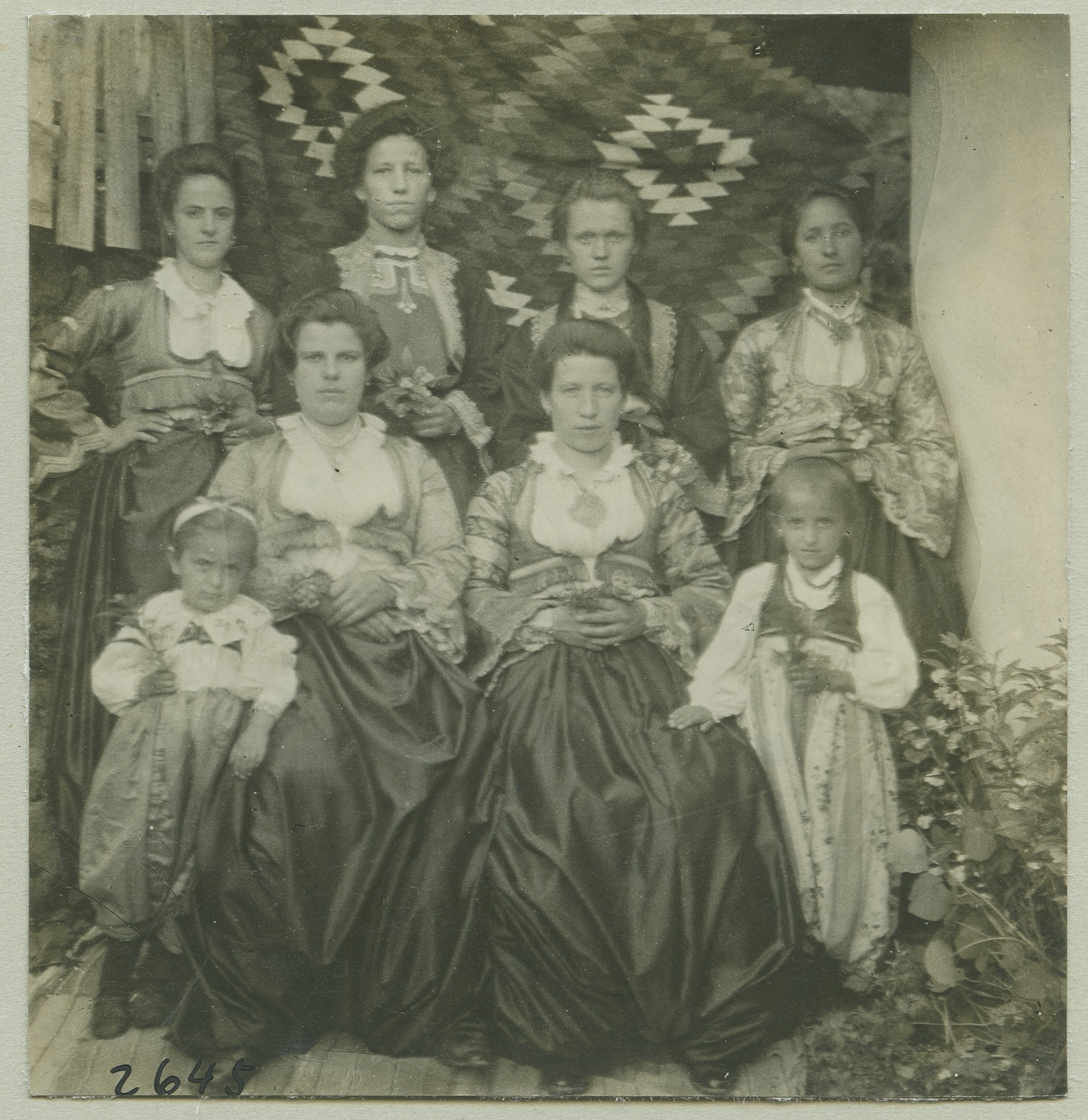Group portrait of Catholic women and children, © The Austrian Museum of Folk Life and Folk Art