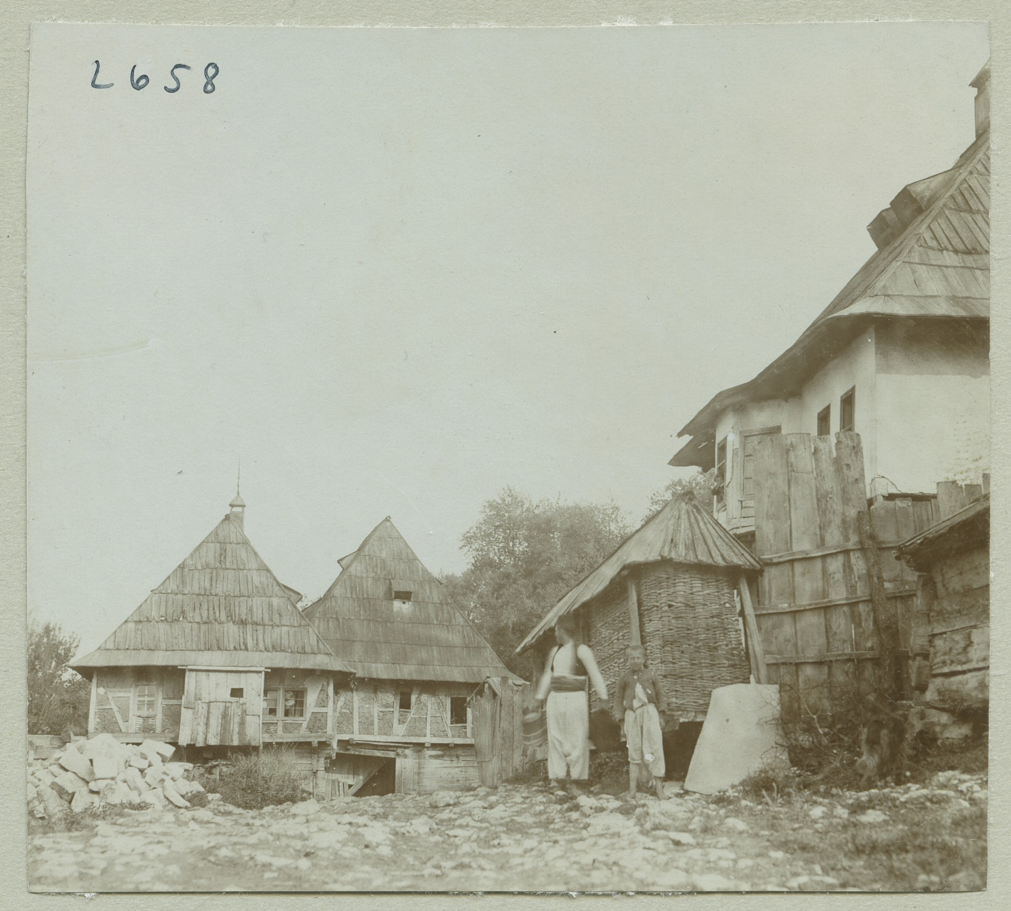Settlement with three houses, © The Austrian Museum of Folk Life and Folk Art