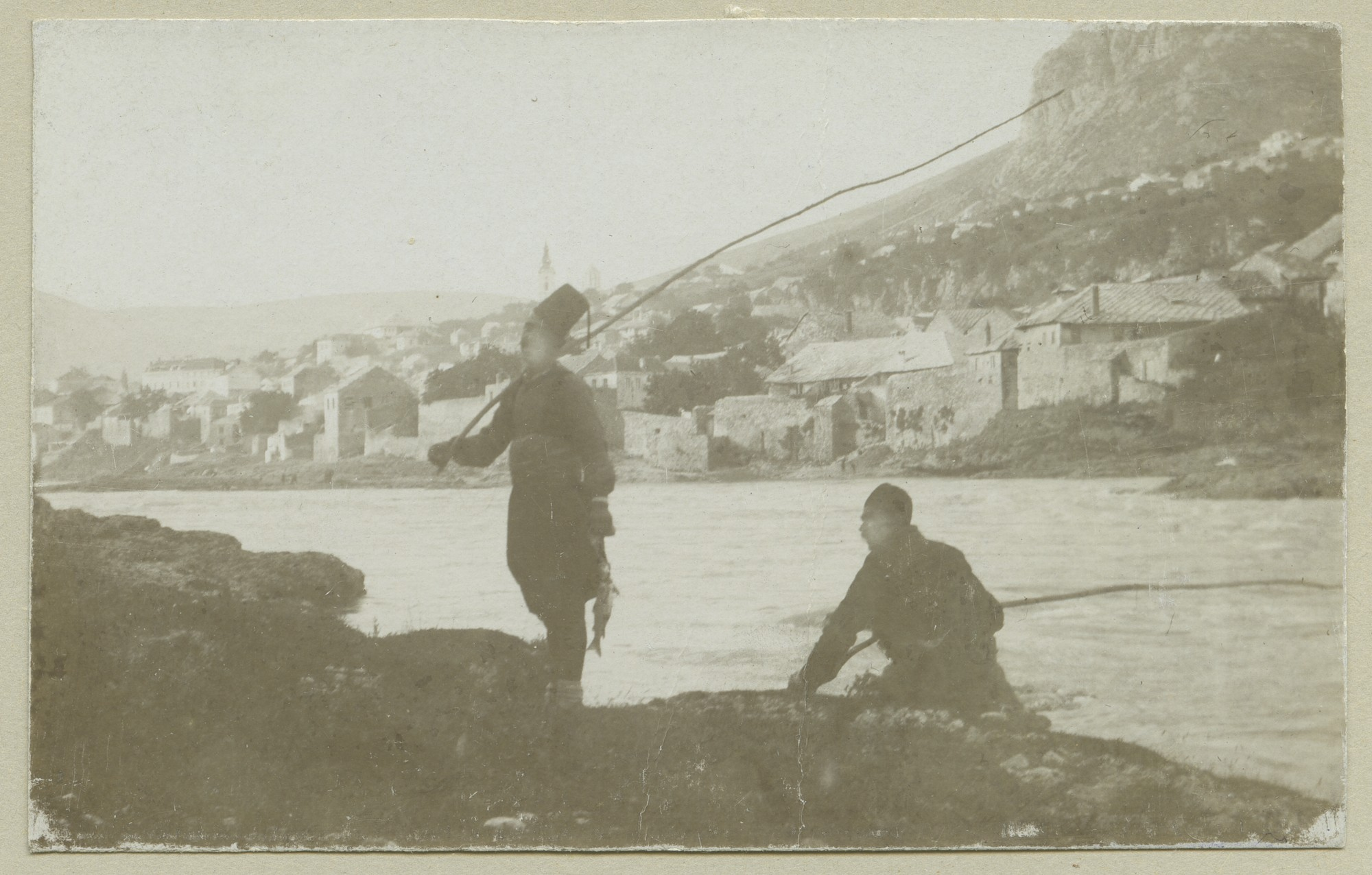 Fishermen at the waterside of Neretva, © The Austrian Museum of Folk Life and Folk Art