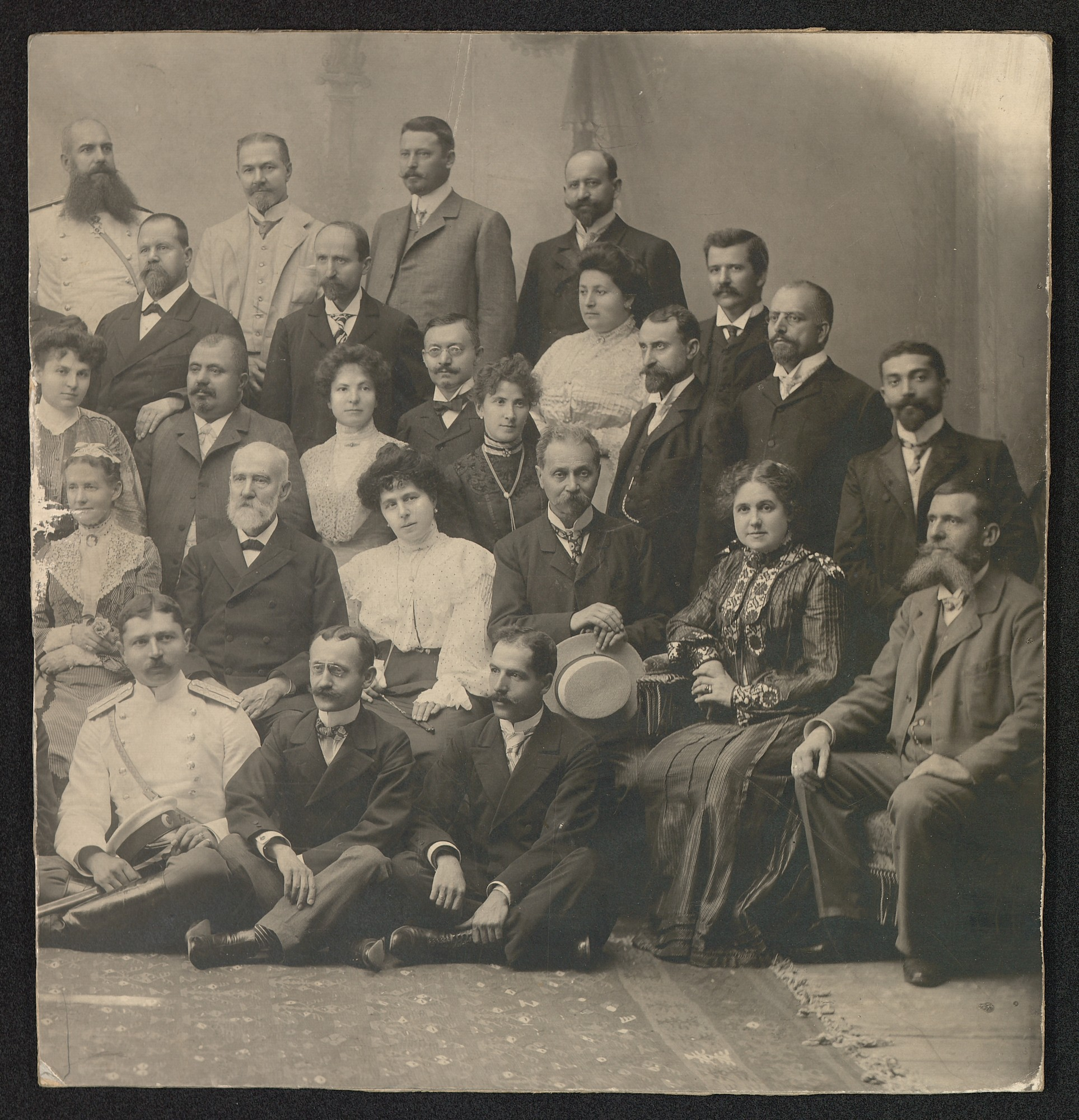 Group portrait of lecturers and students from Robert college, Tsarigrad/Istanbul, © St. Cyril and St. Methodius National Library