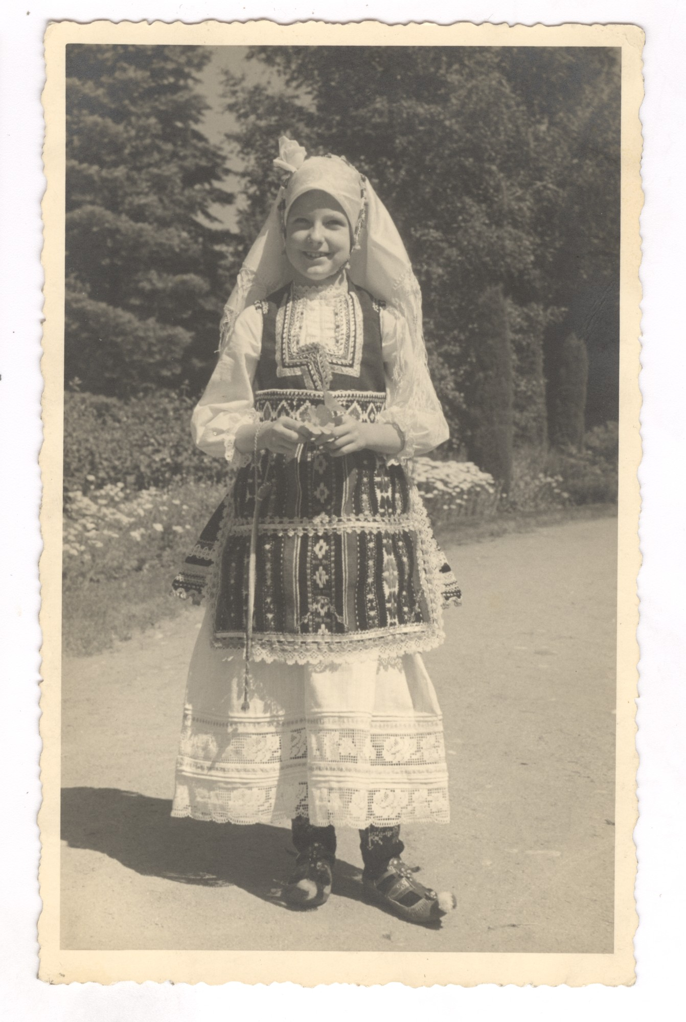 "Princess Maria Louise in Bulgarian folk attire, © Publishing house ""Minalo"""