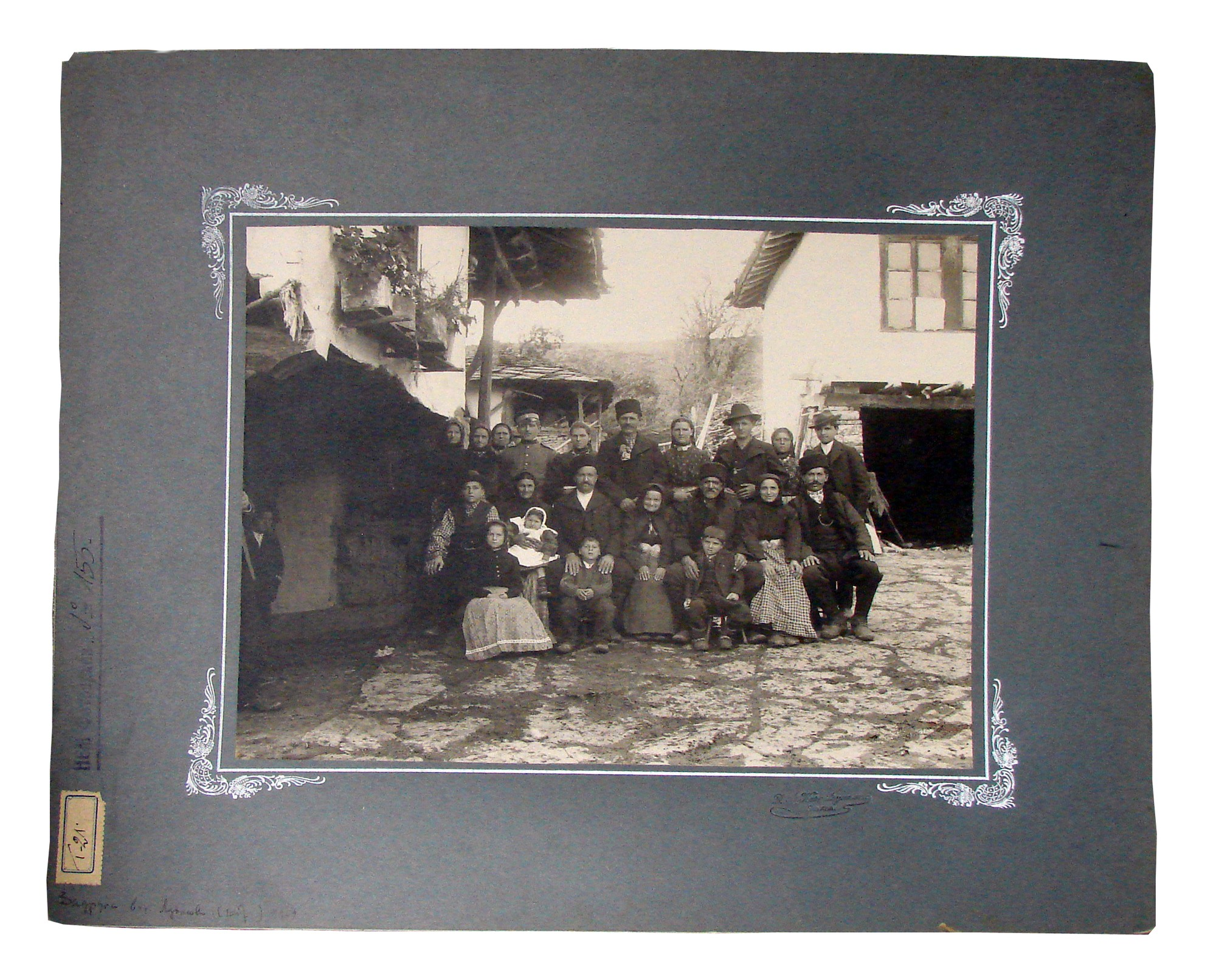 An extended family photograph, © Institute for Ethnology and Folklore Studies with Ethnographic Museum - AEIM, BAS
