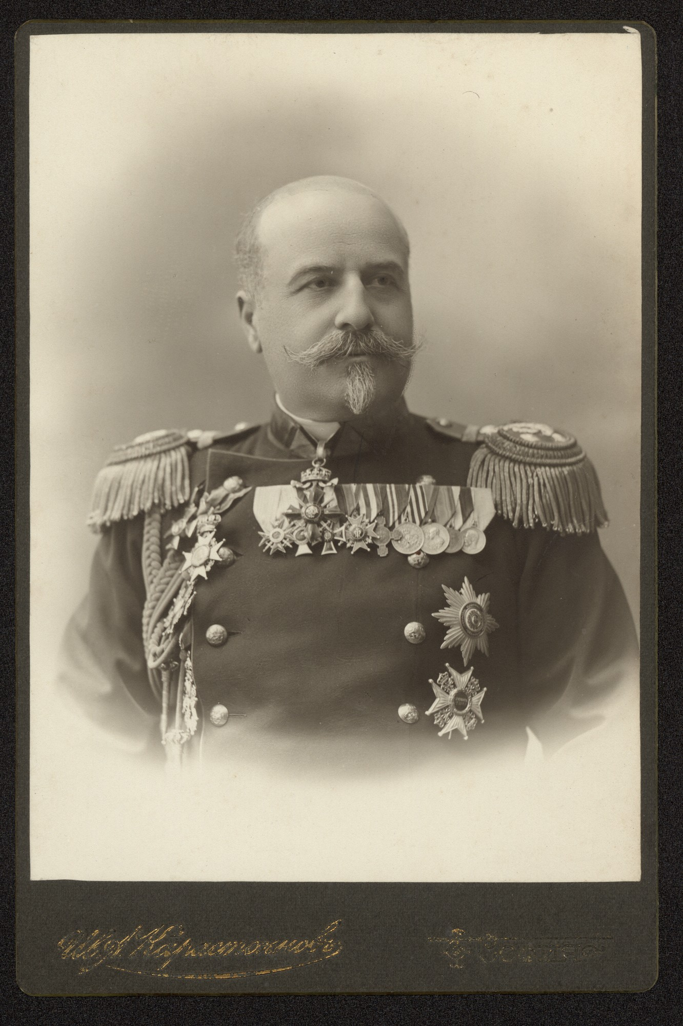 Studio portrait of Yanko Draganov, © Central State Archives