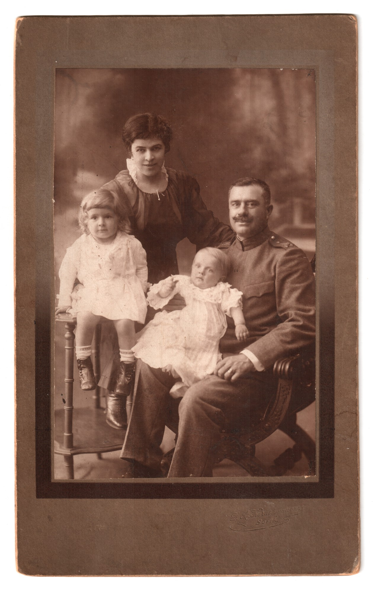 Studio portrait of the Popov family, © National Polytechnic Museum