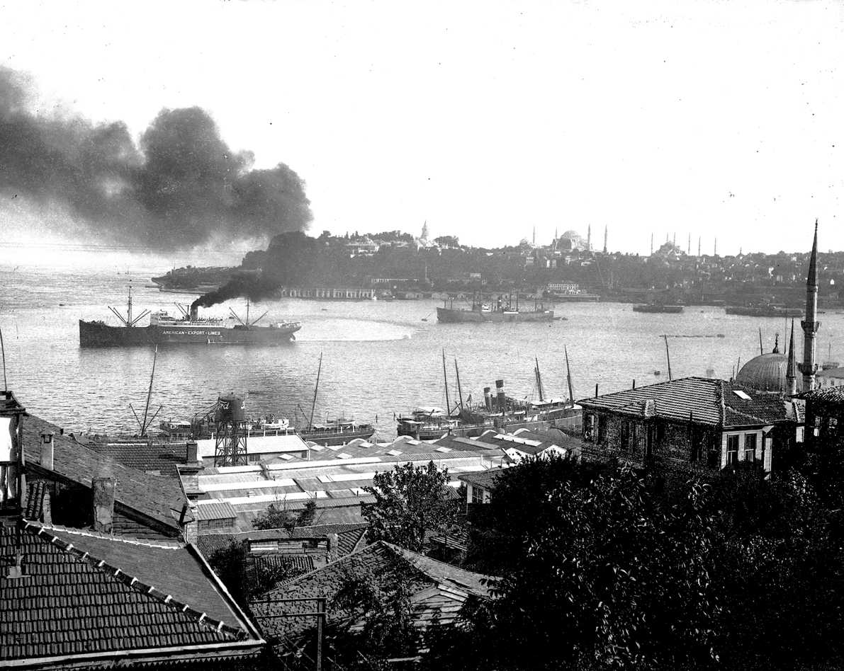 Panorama of the Golden Horn and the Tophane Ford factory, © Cengiz Kahraman