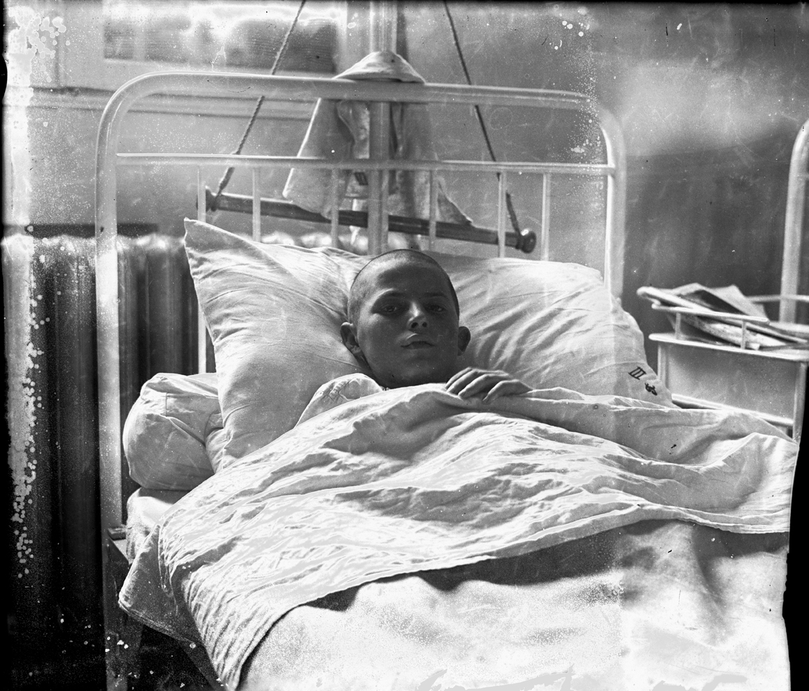 Child in a hospital bed, © Photoarchive Borba
