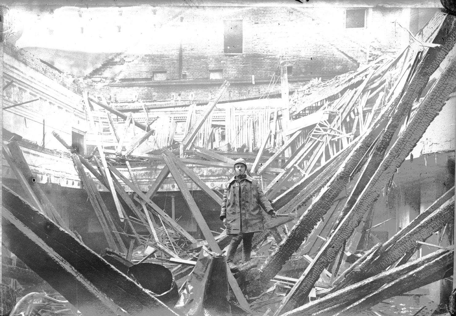 Fireman on the collapsed roof of the 'Kasina' cinema, © Photoarchive Borba