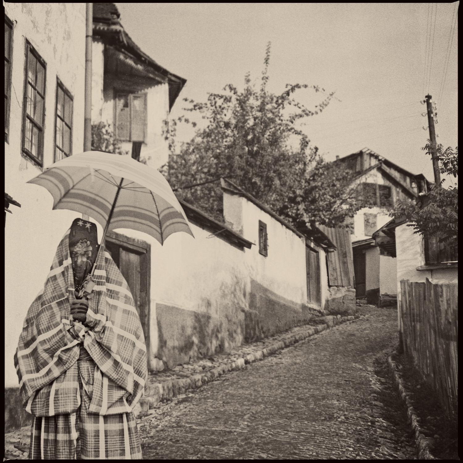 Lady with a parasol in Mihrivode, © Mehmed A. Akšamija