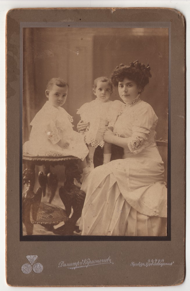 Group portrait of a woman and two young children, © Museum of Applied Art