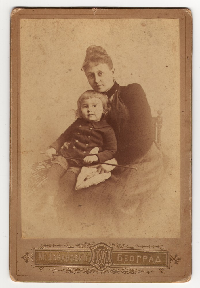 Zorka Vlajić with a child, © Museum of Applied Art