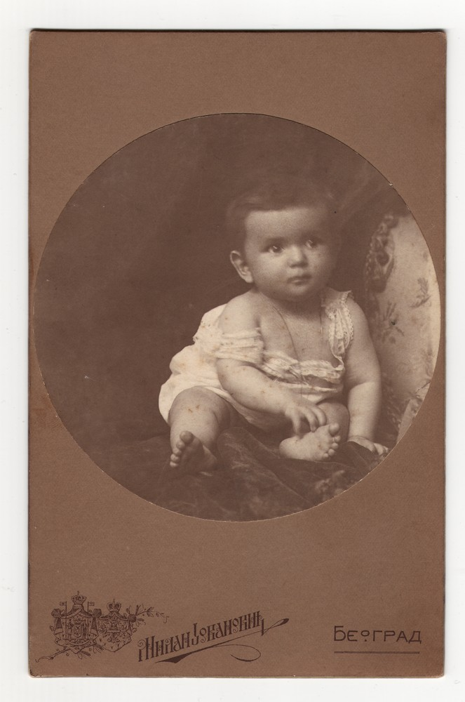 Studio portrait of a baby in an oval frame, © Museum of Applied Art