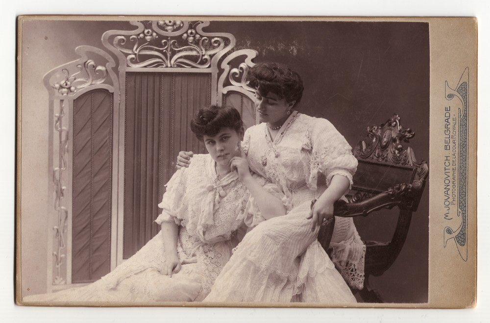 Studio portrait of Zora Horstig and her sister, © Museum of Applied Art