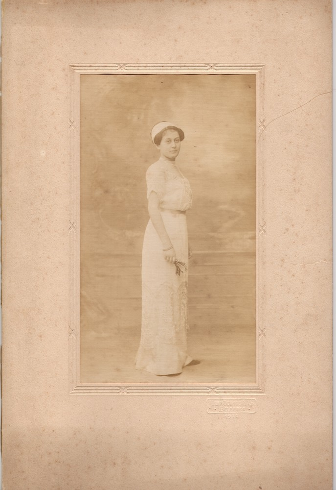 Studio portrait of Lujka Vlajić, © Museum of Applied Art