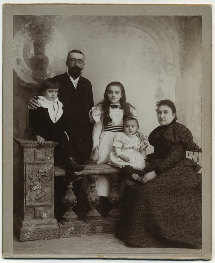 Studio portrait of two adults and three children, © Miloš Jurišić
