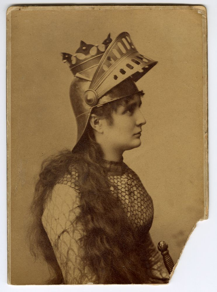 Studio portrait of Vela Nigrinova in character as 'Joan of Arc', © Museum of Theater Art of Serbia