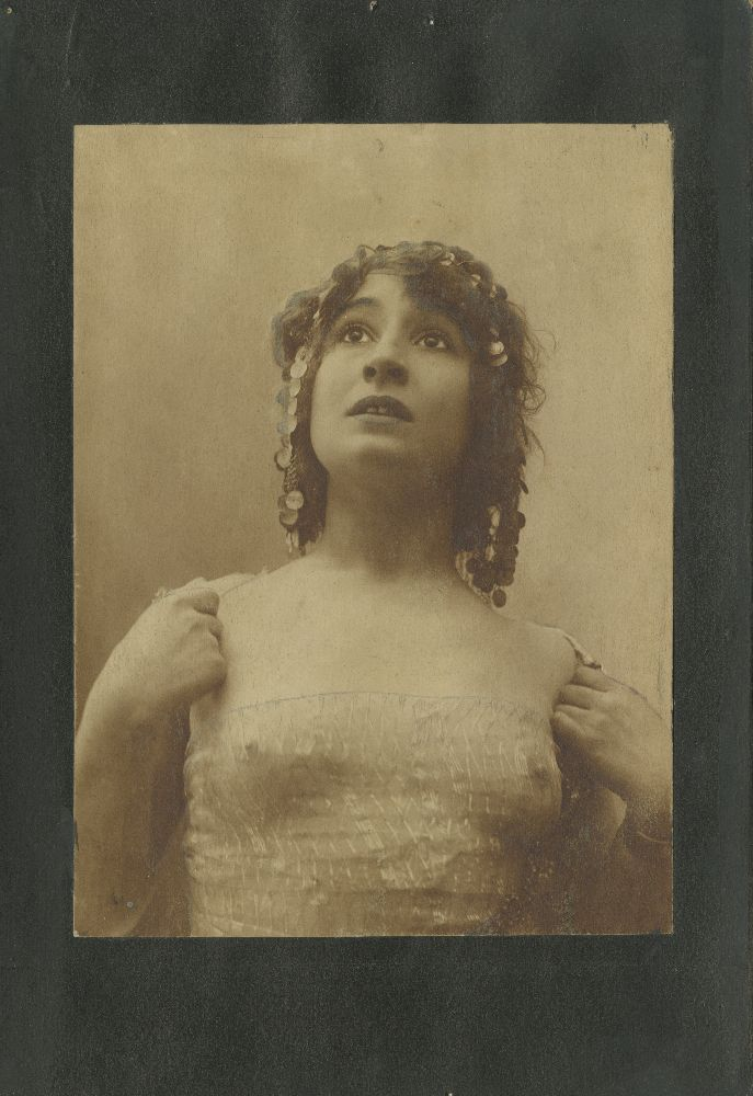 Studio portrait of actress Olga Ilić, © Museum of Theater Art of Serbia