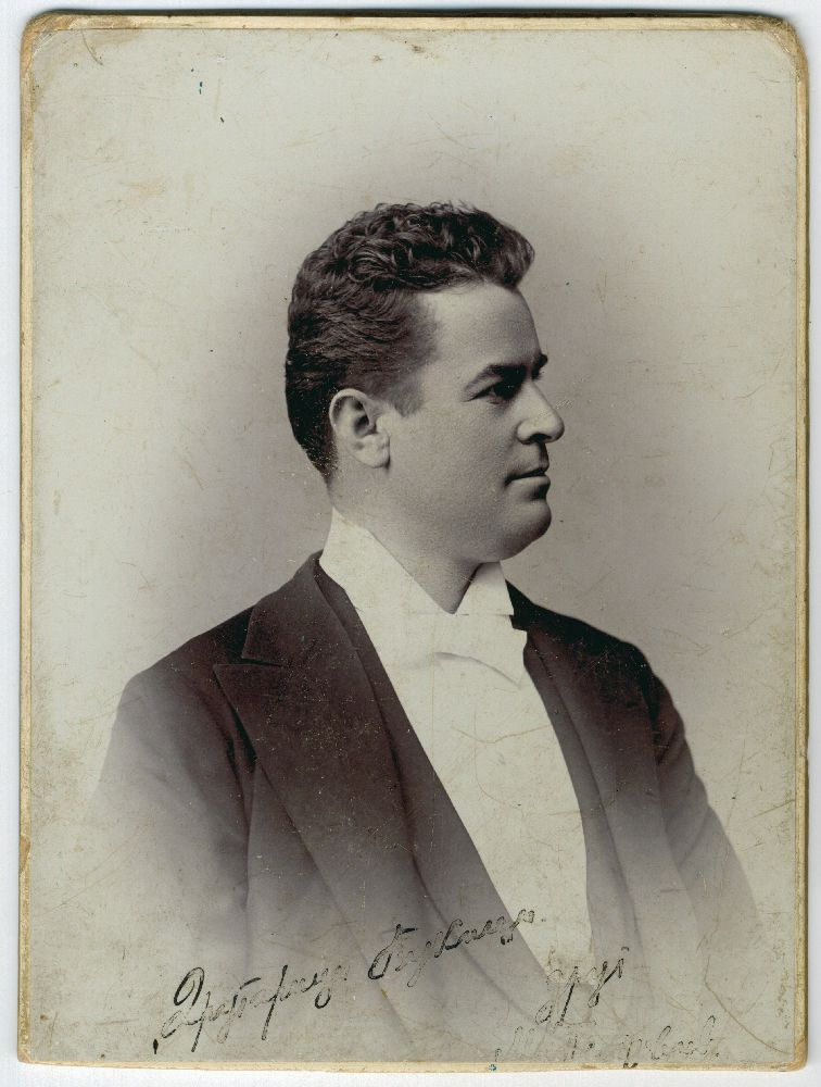 Studio portrait of actor Milorad Petrović, © Museum of Theater Art of Serbia