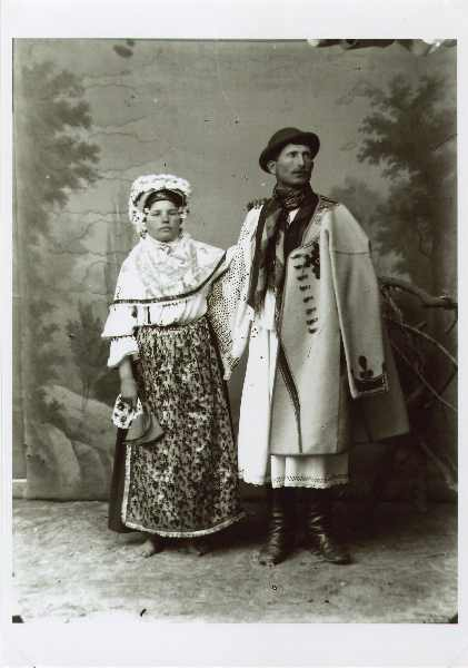 Couple in Slovenian folk costumes, © The National Museum of Bosnia and Herzegovina