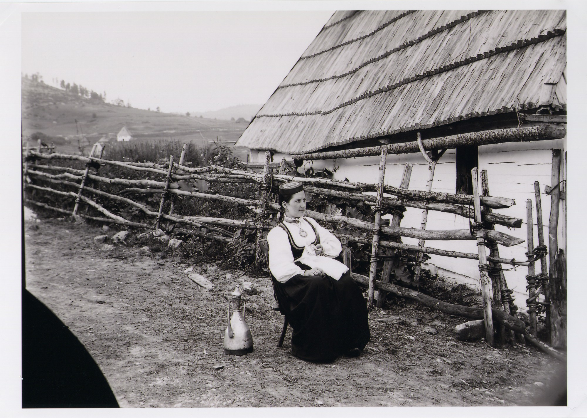 Outdoor-portrait of a Serbian girl from Herzegovina, © The National Museum of Bosnia and Herzegovina